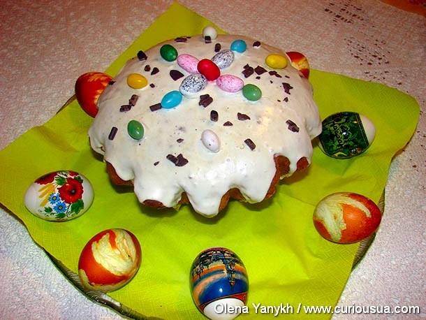 easter sweet bread and colored eggs ukraine curiousua com photo olene yanykh